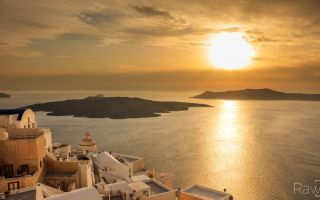 a Greek island in the S Aegean, in the Cyclades group
